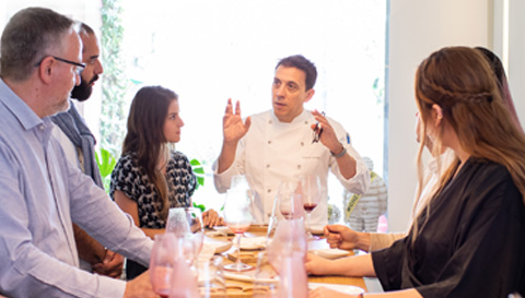 Students of the Postgraduate in Restaurant's Executive Management of the Culinary Institute of Barcelona in a conversation in a restaurant with mihcelin star.
