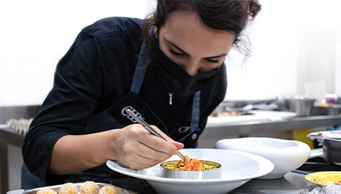 Profesor y estudiantes del Diploma Chef de Alta Cocina de la escuela de cocina Culinary Institute of Barcelona